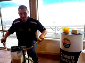 Chaz making his kiwifruit smoothie at the launch.